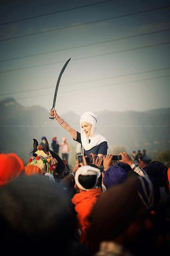 sikh woman brandishing sword group fighting men
